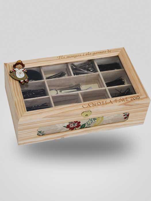 caja de moños y ganchos