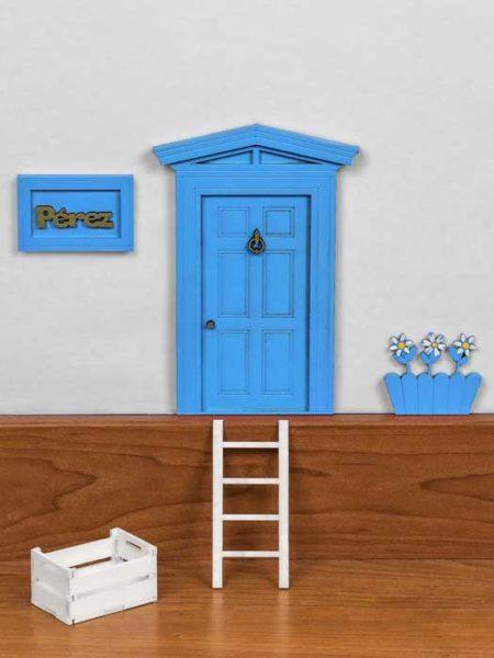 Puerta del Ratoncito Pérez inglesa 3 pintada en azul