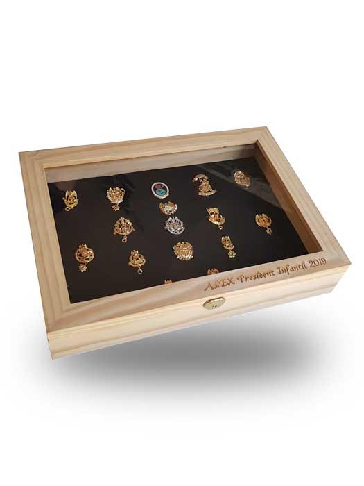 caja expositor de insignias silu