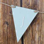 banderin de madera triangular pintado en silu