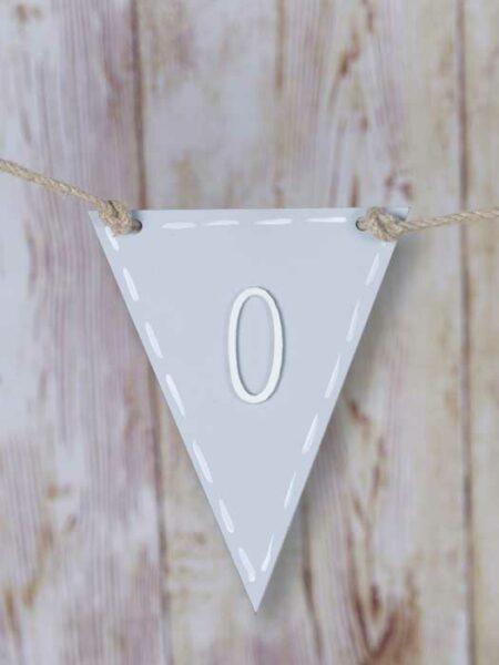 Banderín de madera triangular color gris