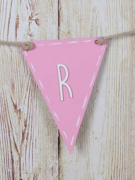 Banderín de madera triangular color rosa