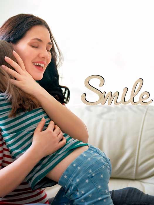 palabra de madera SMILE cortada en SILU