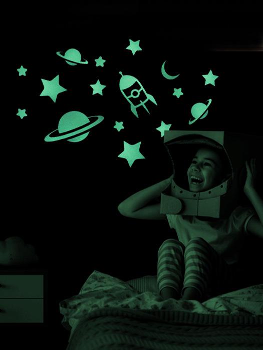 estrellas fluorescentes que brillan en la oscuridad